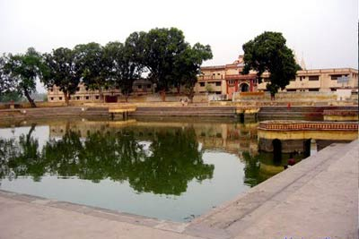 2 Days Ayodhya & Chhapaiya Tour from Varanasi, India