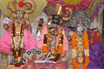 Chhapaiya Pilgrimage Tour with Varanasi Allahabad Ayodhya Lucknow India