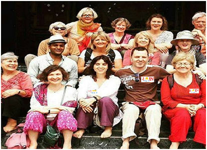 Group of Tourist Visiter in India Holy Voyages