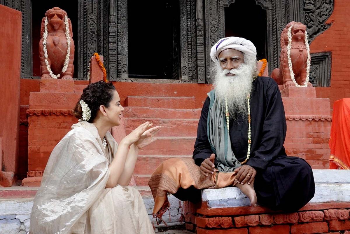 Varanasi darshan for Kangana and Juhi with Sadhguru