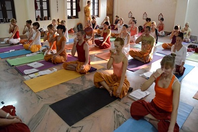 10 Days Yoga & Meditation Tour packages in the Ashram of Rishikesh in Northern India
